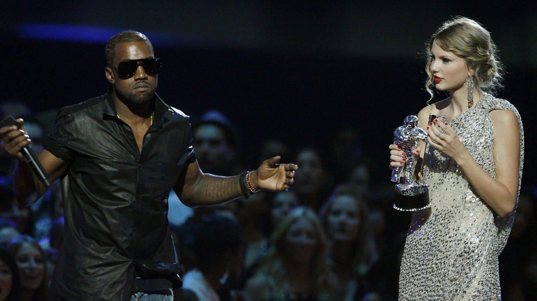 Taylor Swift und Kanye West auf der Bühne bei den MTV Video Music Awards (Foto: picture-alliance / Reportdienste, AP Photo)