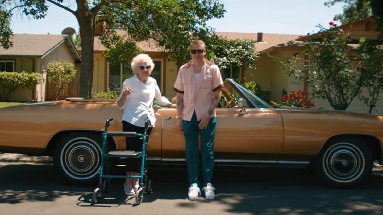 Macklemore und seine Oma (Foto: youtube.com/@Macklemore LLC)