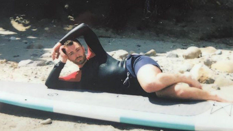 Sam Smith chillt am Strand (Foto: DASDING)