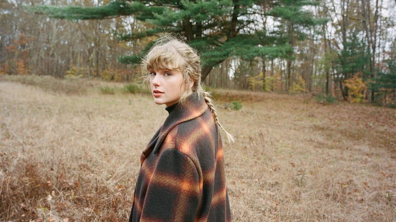 Taylor Swift hat ihr Album Fearless neu aufgenommen und den ersten Song dazu veröffentlicht: Love Story (Taylor's Version)