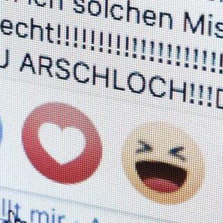 Laut einer Studie gibt es immer mehr Hass-Kommentare in den Sozialen Netzwerken, es werden aber auch mehr angezeigt.  (Foto: Imago, IMAGO / photothek)